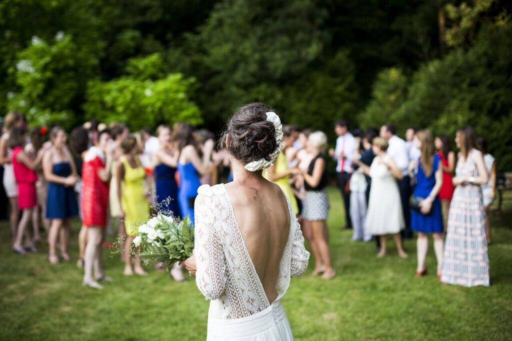 Bride, Bouquet Toss, Wedding Reception, Wedding Planning, Wedding Tips, Wedding Help