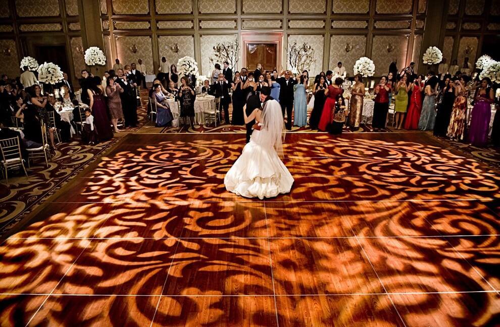 First Dance, Bride & Groom, Wedding Couple, Lighting, Breakout Pattern, Best Wedding DJ in Los Angeles, Wedding Venue, Wedding Reception, How to, Wedding Tips, Wedding Planning, Wedding help, Wedding Suggestions