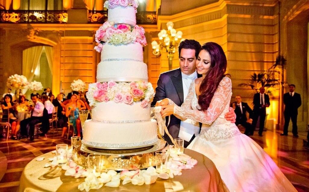 Amazing Wedding Reception, Cake Cutting, Best Wedding DJ in Los Angeles, Wedding Tips, Wedding Help, Wedding Suggestions,
